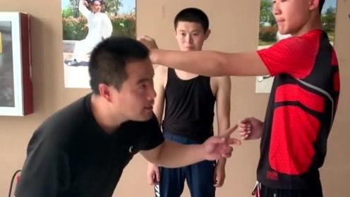 传统武术高手,详解摆拳应用技巧,简单易懂又实用的真功夫