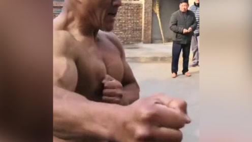 村里大爷武艺高强,演示七星拳实战技法运用,这功夫厉害了!