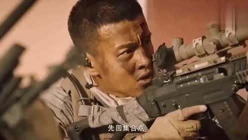红海行动:不愧是神枪狙击手,隔墙打爆对手的头,简直太帅了
