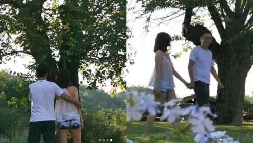 感情好!李嘉欣穿透视装与许晋亨牵手树下漫步