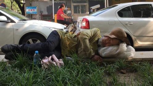亚洲蹲热度才刚过,又一个新姿势在国外火了,中国人太厉害了