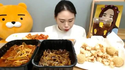 韩国大胃王吃海鲜炸酱面和糖醋肉,酱浓味美,鲜咸美味!