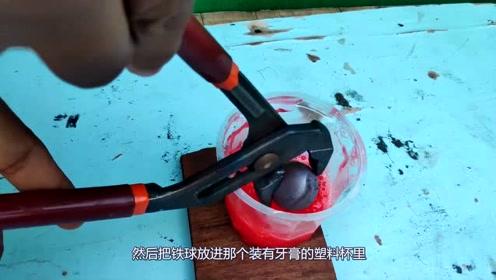 被滚烫火球煮沸的牙膏,外国小伙的实验很新奇!