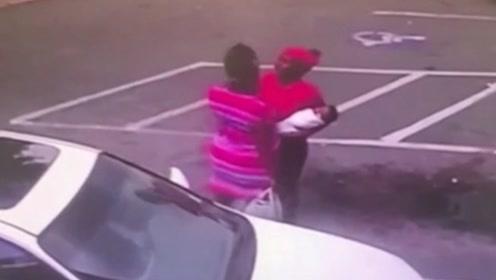 美国一母亲打架时将怀中婴儿摔在地上被控谋杀