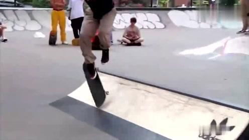 滑板:公园里举行的滑板比赛,场面虽不大,但很激烈!