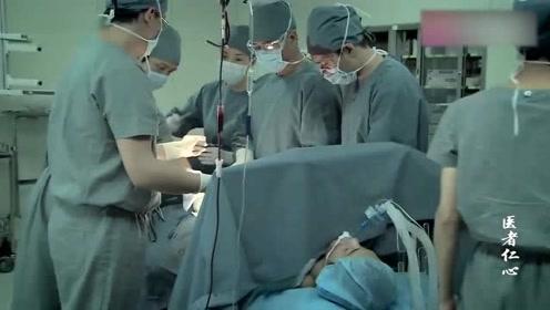 孩子突然在病床上吐血,医生连忙进行手术,全医院的人都慌了!