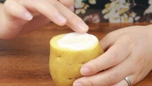 食盐撒土豆上真厉害,很多人没想到,看完记得回家试一试