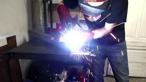 这是什么王者操作?硬是把废铁给打造成LED灯,太强了!