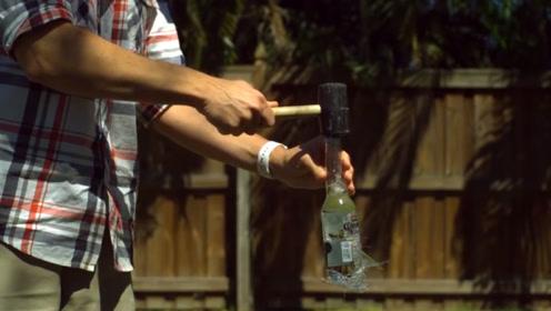 装有不同液体的玻璃瓶,破碎程度不一样?高速摄影机带你来揭秘