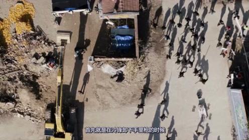 战狼2冷锋在踹死开发商前,为何警察不开枪?这几点是关键