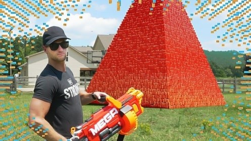 老外将10万个杯子叠成金字塔,结果一枪下去,场面瞬间失控