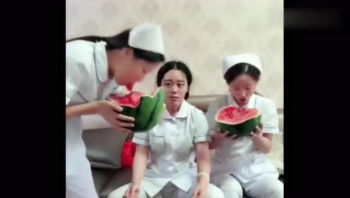 想不到护士小姐姐还有隐藏技能,接下来,真是让我大跌眼镜!