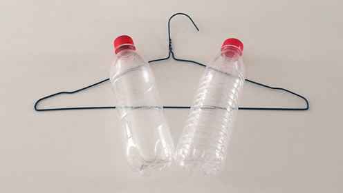衣架上装2个塑料瓶,很多人不知道有啥用,但看完的人都跟着学
