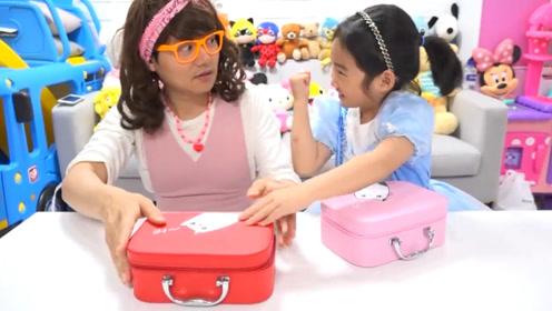为坐上王子马车,萌娃和姐姐参加宝箱游戏,一开箱姐姐却懵了!