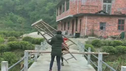 有这方法,下次碰见两个拿梯子的人就教他们这样做,你学会了吗?