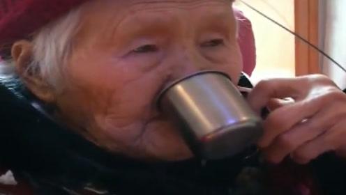 八旬老太喝尿20年,如今身强体壮,随身携带保温杯要给金星尝!