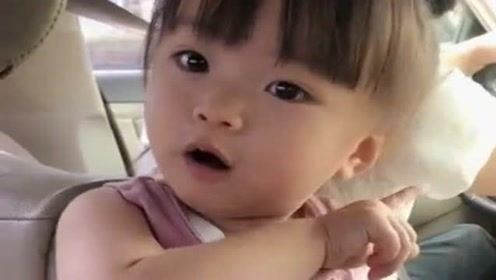 """小情人一言不合就生气,""""婴语""""都飙上了,这委屈的表情太可爱了"""