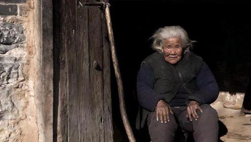 儿子瞒着母亲偷偷参军,71年没回家,106岁老母亲做法感人