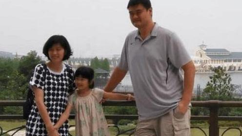 与400斤,2米26的姚明结婚是什么感受?他妻子叶莉这样说的