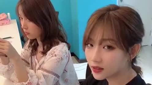 钟婷又被同事捉弄了,看看闺蜜的表情,真是说明了一切啊!