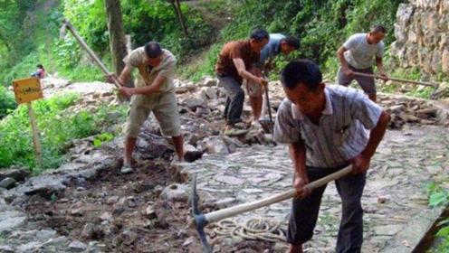 """浙江农民搬""""祖坟"""",意外挖出5层青石板,墓主人太厉害!"""