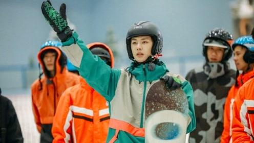 王一博滑雪服造型上线 在线滑雪展现酷盖运动力