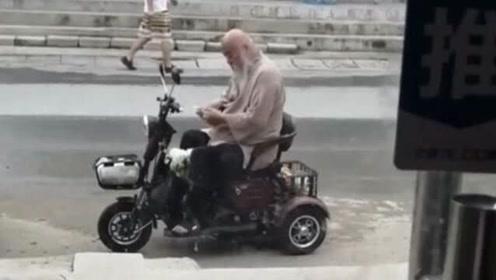 李琦骑老年车买菜,64岁像80岁,这个细节显出晚年生活拮据