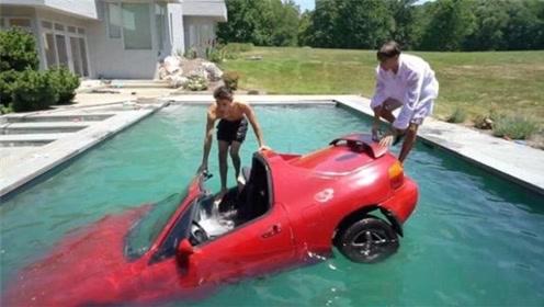 双胞胎体验水下开车,竟将跑车推下水,看得一阵心痛