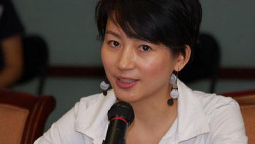 """""""央视一姐""""王小丫,离异后嫁副委员长,50岁气质不减当年!"""