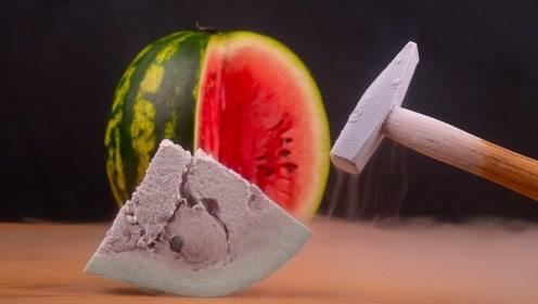 将-169℃液氮倒进西瓜,西瓜会被冻成啥样?老外实验惊呆了!