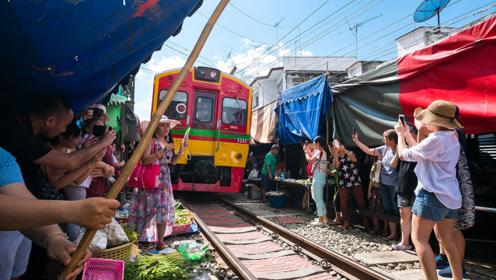 实拍越南首都河内生活:土地紧张房屋狭窄,铁轨旁都住满了人