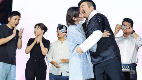 《长安十二时辰》制片人求婚奥运冠军何雯娜成功,雷佳音表情抢镜