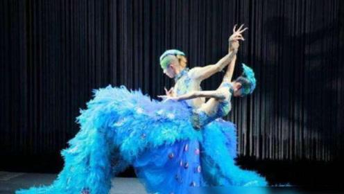 杨丽萍与男徒弟跳舞太忘情,这个动作放大后,网友:为艺术牺牲!