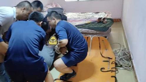 200斤男子足浴店昏迷,120求助119,119又求助110:这儿缺人