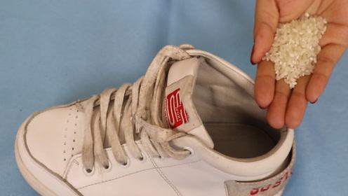 无论鞋子多臭,只需鞋里撒一把它,几分钟快速去除臭味,真厉害