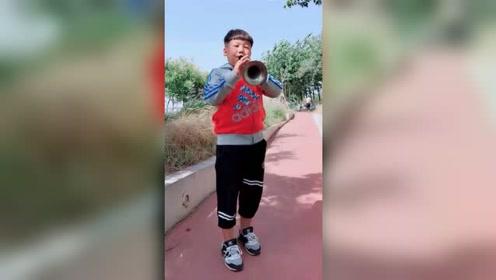 """捡辣条袋上歌曲简谱学习 葫芦岛11岁男孩获赞""""魔音小王子"""""""