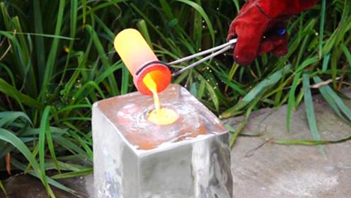 将高温铜水浇在冰块上,会发生什么?结果太不可思议了!