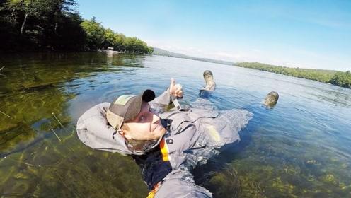 """老外发明""""漂浮衣"""",穿上就能上演水上漂,网友:小说看多了?"""