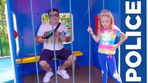在游乐园玩耍,爸爸竟乱丢垃圾,小女儿看到直接给抓了起来!