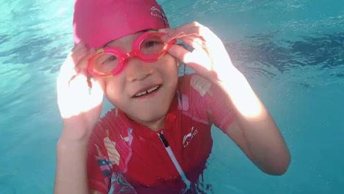 女儿这几天的游泳课没有白学