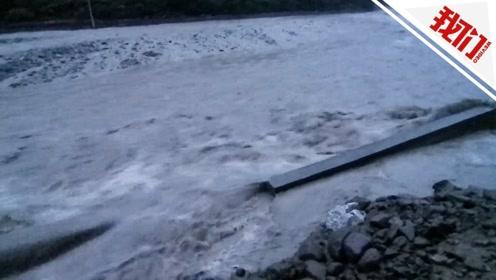 四川雅安暴雨山体塌方防洪提垮塌 直击武警抢险加固河堤