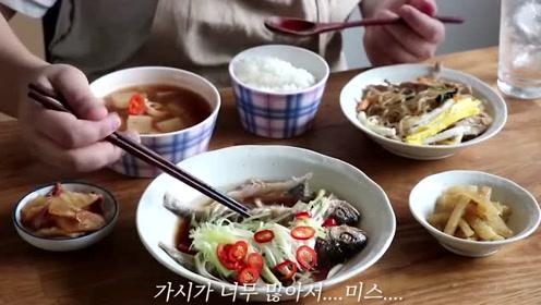 清蒸鱼配上萝卜汤,再来两个清爽小菜,和米饭很搭