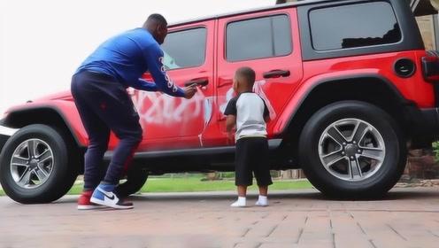 爸爸教唆儿子在妈妈车上喷漆,最后被儿子出卖,网友坑的还是自己