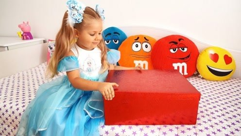 萌娃收到一个魔法盒,想要什么就能变出什么,还给哥哥变出汽车!