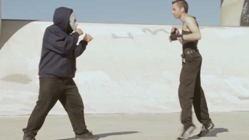 武术大师一上场,直接一挑三,对手被打怂了