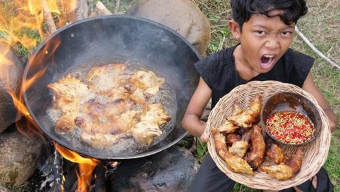 田园美食篇:小伙子户外红烧鸡头,吃的手舞足蹈啊