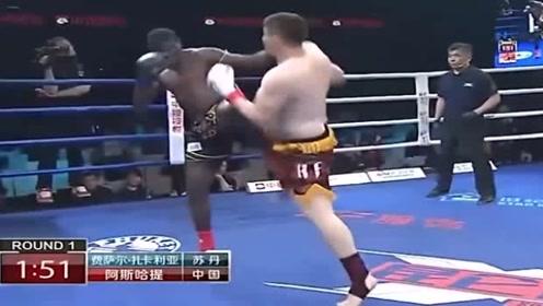 吓坏观众!重量级黑人拳王来华挑战,上场遭中国小伙重拳打出场外