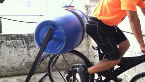 """牛人发明""""自行车""""洗衣机,不用油不用电,60元造一台"""
