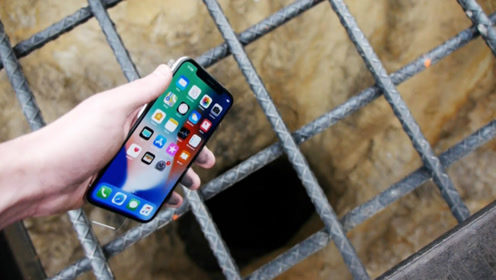 男子意外发现枯井,扔进一台iPhoneX后,拍的画面说明一切