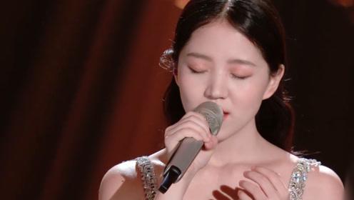 冯希瑶唱《梦着》,回忆过去的种种,明日永不完结!